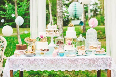 Bij een festival bruiloft hoort een vrolijke sweet table.